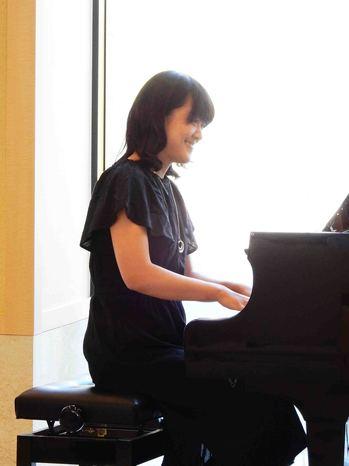 楽しく演奏ピアノ.jpg