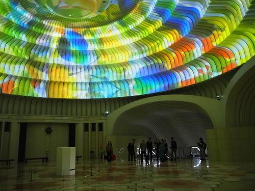 万華鏡直径約20m高さ約10mの円形ホール.JPG